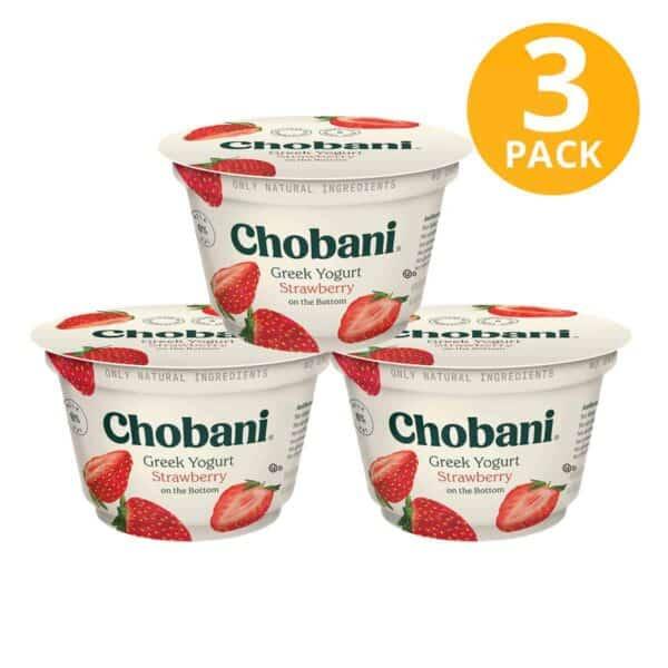 Chobani Strawberry on the Bottom, Greek Yogurt Non-Fat, 5.3 OZ (Pack de 3)
